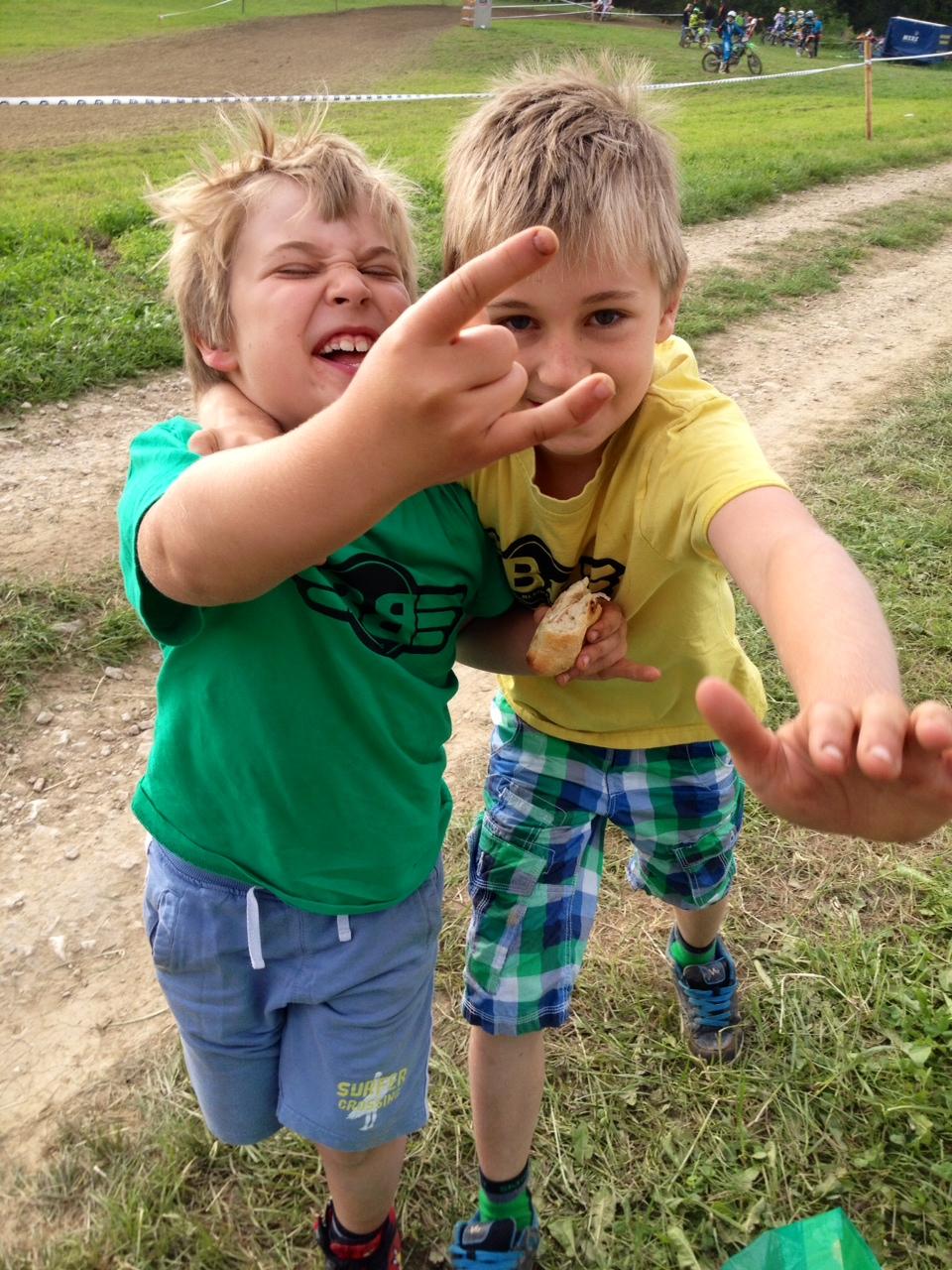 Brothers... :-) - zusammen sind wir stark..