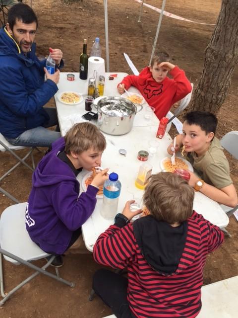Alfredo Champs kochte für die Kids am Rennweekend ! Muchas Gracias !